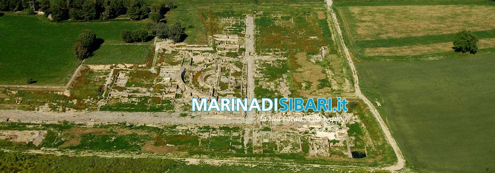 Scavi di SibariGli scavi archeologici mettono in luce l\'area occupata dall\'antica Sybaris; nel parco del Cavallo sono stati messi in luce i resti di Copia...